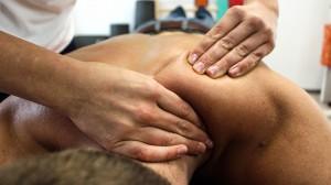 Osteopathie Berlin Schulter-Massage-Griff